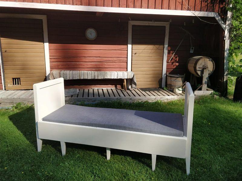 sivustavedettävä sänky sohva päällinen