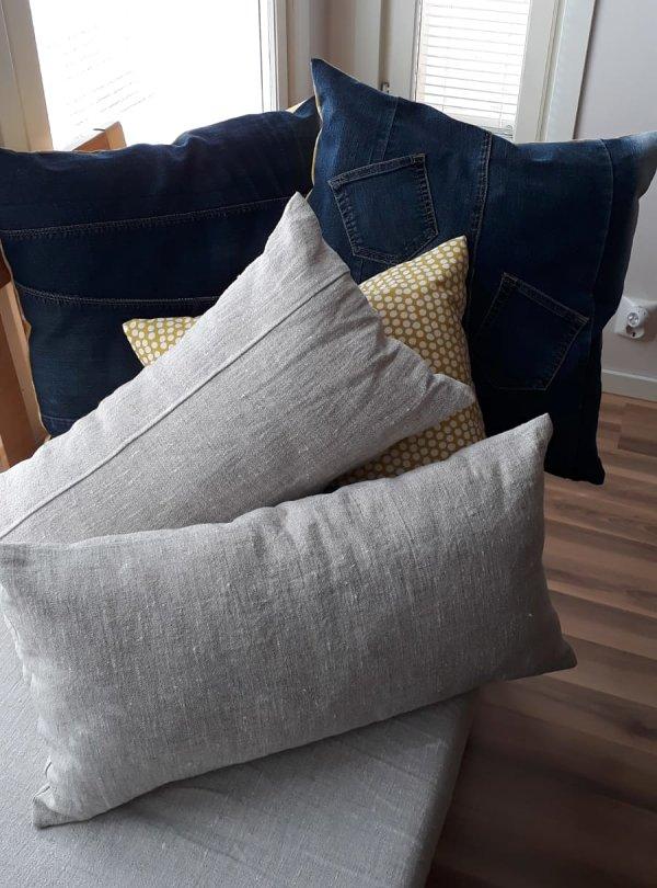 ompelimo kouvola tyynyja sohvalla